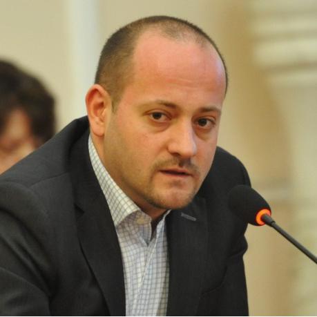 """Радан Кънев обвини управляващите: """"Мерзавци и некадърници!"""""""