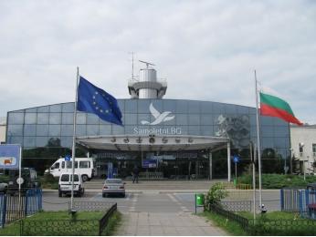 България забрани влизането на граждани, пристигащи от рискови държави