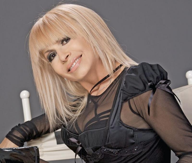 Лили Иванова пожизнено със 700 лева месечно, а Дреников с 500.