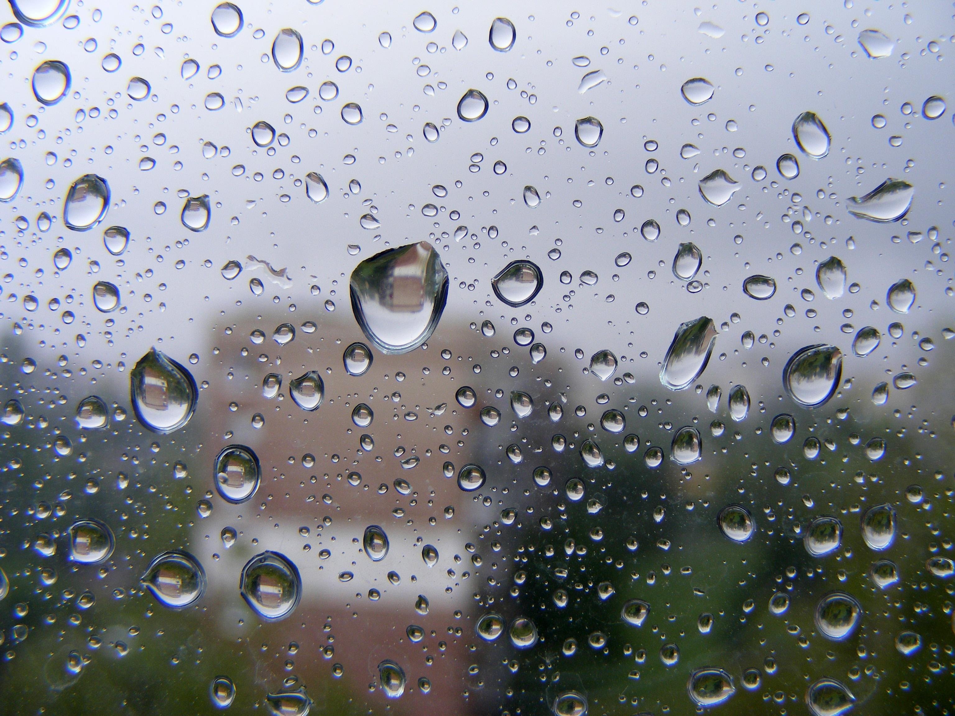 Опасност от наводнения! Порои и гръмотевични бури чакат половин България