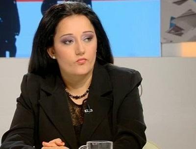 Лиляна Павлова, която получава европейска заплата се ядоса във фейсбук, че някой публикувал статия в която пише, че тя и екипът и ще вземат високи бонуси…