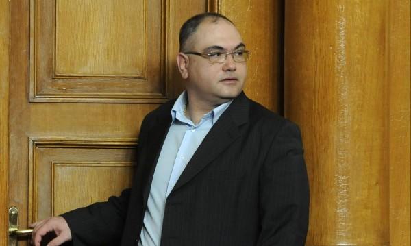 Гейът кандидат – президент Владо Кузов спретна интрига на Слави Трифонов