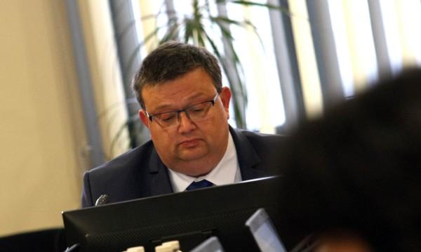 Правено ли е специално броене на гласовете за избор на шеф на КПКОНПИ?