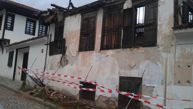Къща-паметник на културата се срути близо до туристи в Карлово