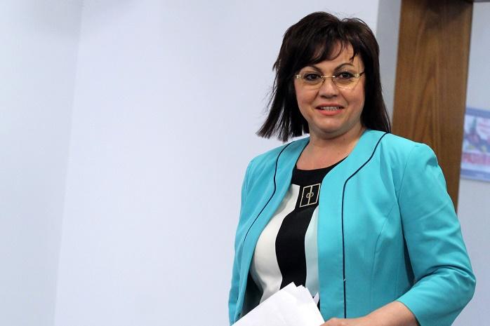 """Корнелия Нинова пак катастрофира, пак на път за """"Позитано"""""""