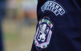 Мигранти и бивши полицаи задържани при акция