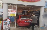 Кола се вряза във вход на бензиностанция