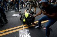 Кола се вряза в тълпа по време на протести в САЩ