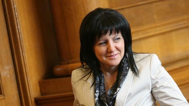 Караянчева смята, че Радев не е нейния президент!