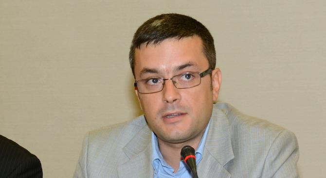 Тома Биков иска прошка за Апартаментгейт, но не приема Йончева да се бори с корупцията.