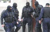 Страхотия: Тежко въоръжени жандармеристи нахлуха в пернишко заведение – тарашат всички наред заради обирджиите! Ексклузивни СНИМКИ