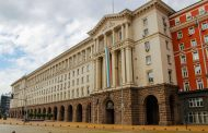 """Протестиращи обсадиха МС, според тях корупцията """"тече"""" от кабинета"""