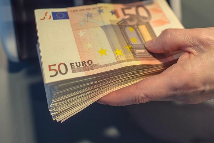 В Гърция дават 800 евро безвъзмездна помощ на народа, а в България кредити заради некадърните ни управници.