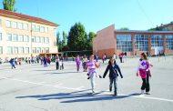 "Какво се случва в българските училища? Учителка нарича децата ""говеда"", бута ги, скубе ги и ги заплашва!"