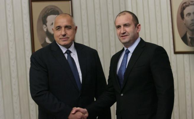 Президентът Радев даде рамо на Борисов. Защо?