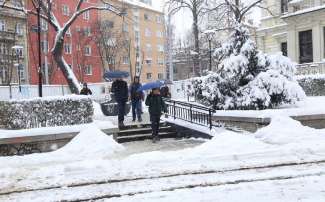Идва ли снегокалипсис следващата седмица? Сняг и транспортни проблеми на всякъде! ПО ДНИ!