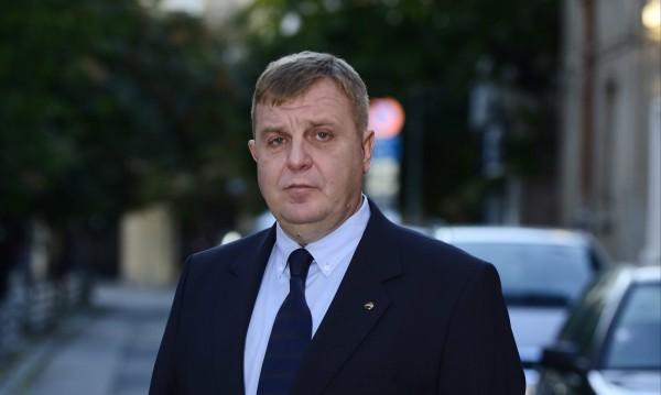 """Каракачанов: Ние нямаме проблеми с името """"Република Илинденска Македония"""""""