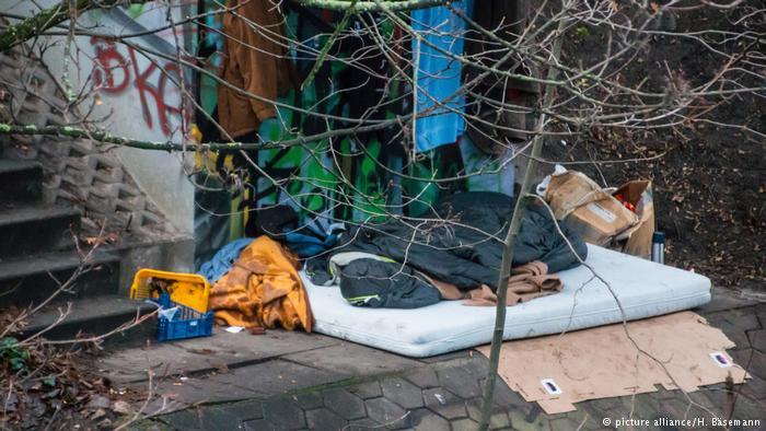 АЛАРМА! Немски сайт за българите: Те живеят като улични кучета, под мостовете