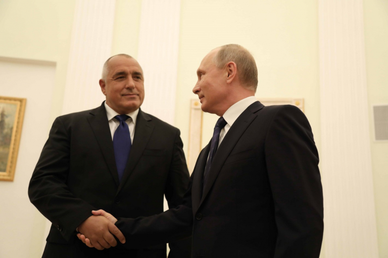 Бойко Борисов се върна от Русия без нито един договор, а Макрон с 50