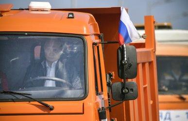 Путин поведе колоната, карайки първия камион по кримския мост. Украйна реве.