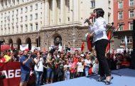 Корнелия Нинова гони ГЕРБ по микрофона