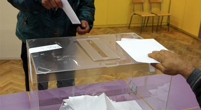 След отстраняване поради престъпления, днес се провеждат частични избори за кмет на три места в България.