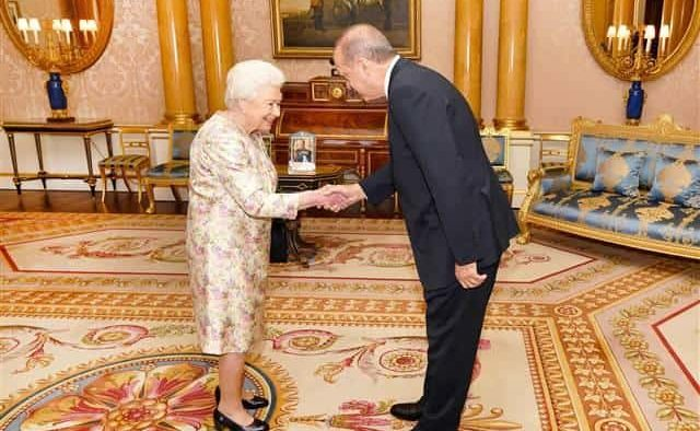 Ердоган посети кралицата на Великобритания в Бъкингамския дворец.