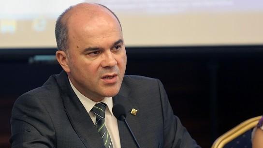 Приемането на оставката на Бисер Петков от Борисов е пазене на организации около ТЕЛК.