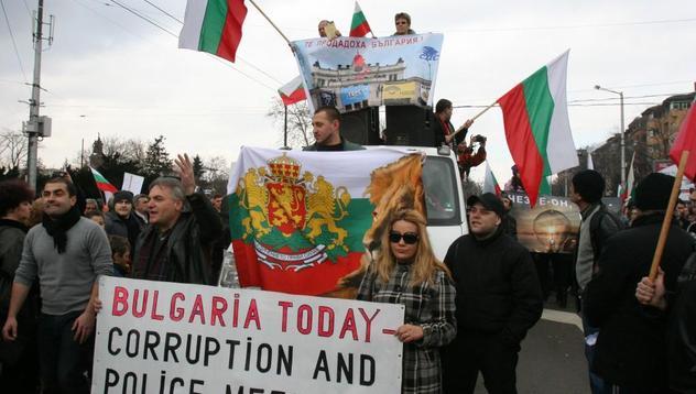 Протестиращите в чужбина: Видяхме на вота на недоверие колко беззъба опозиция е БСП!