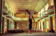 Заснеха балетна фотосесия в рушащо се читалище в Шипка