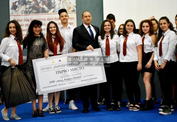 """Президентът Румен Радев връчи наградите на победителите от проекта """"Народните будители и аз"""""""
