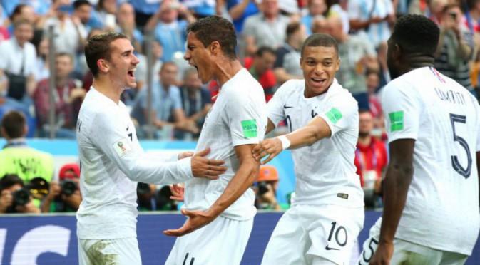 Световно първенство по футбол 2018 НА ЖИВО: Уругвай – Франция 0:1, Варан!
