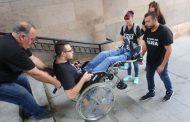 Родители закараха сина си с увреждания в приемната на Бойко Борисов, оставиха му го за ден