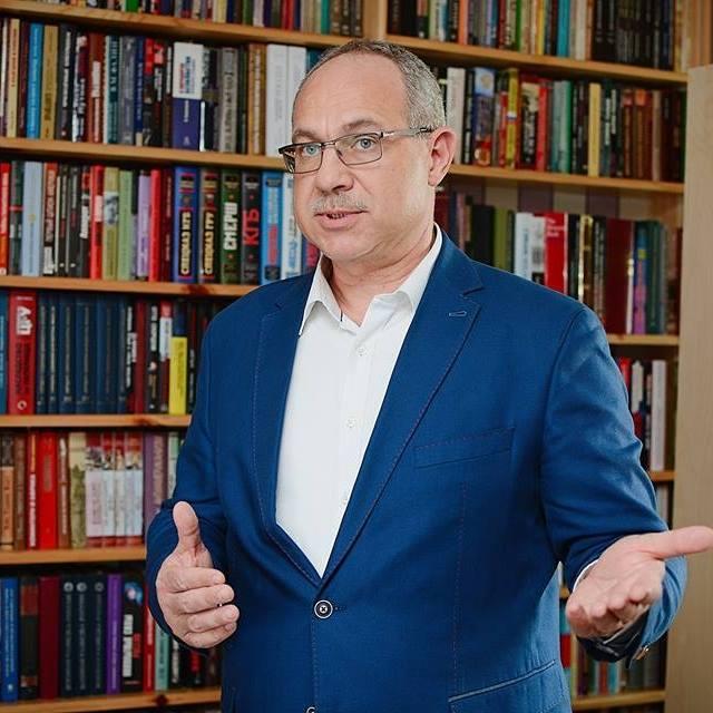 Антон Тодоров: Две яки дупари щяло да има на Бузлуджа – едната щяла да ги весели /Гери Никол/, а другата – да ги лъже.