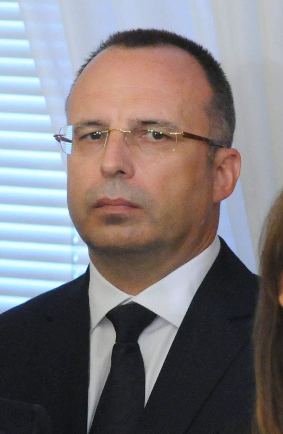 Това е министърът на земеделието, храните и горите Румен Порожанов – много доверен човек, най-личен човек, лоялен към когото трябва
