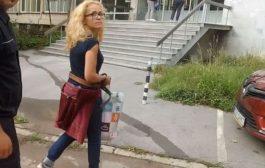 Виктория Тинтерова: В пранги сме. В кочина. Медийна.