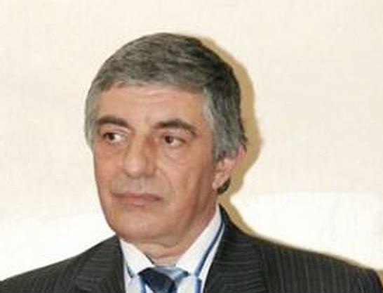 Как се самоубива човек с 4 изстрела в главата? Кой премахна зам.министъра, разследвал Бойко за схемите му като главен секретар на МВР…