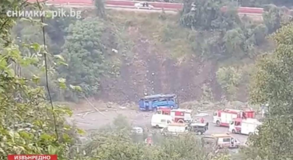 ТЕЖЪК ИНЦИДЕНТ В ИСКЪРСКОТО ДЕФИЛЕ: Автобус се преобърна, 15 души загинаха