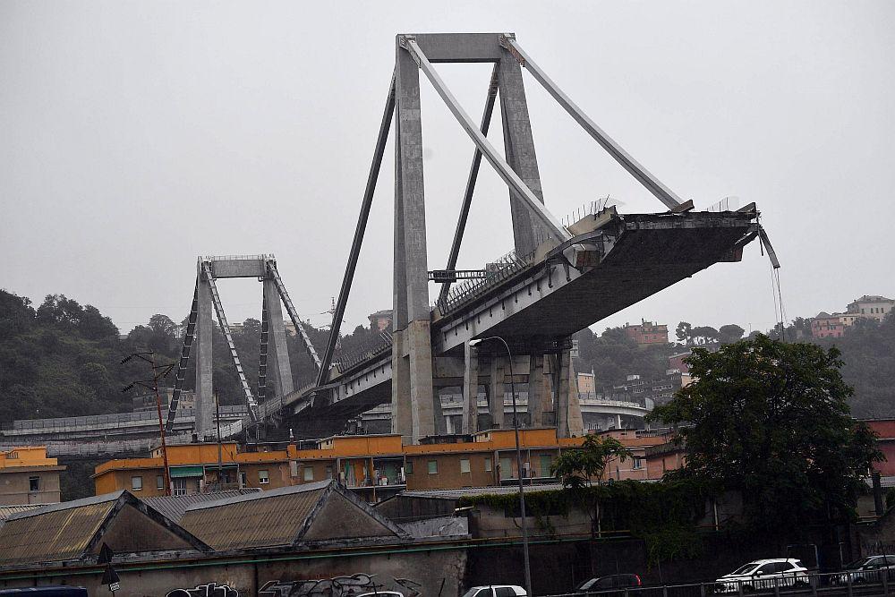 Голяма трагедия! Срути се автомобилен мост