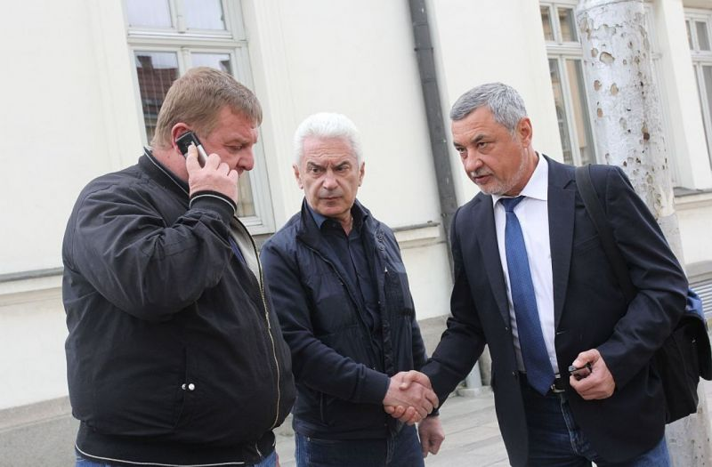 Патриотите се карат за пари, а Бойко Борисов спасява кожата си