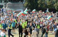 Малък протест тръгна да бута правителството