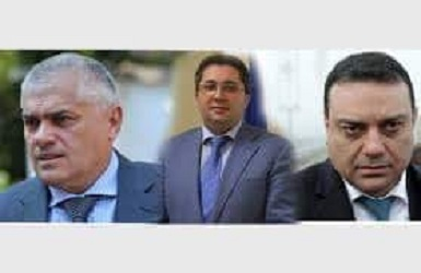 БОЕЦ: ОСТАВКА! СПОДЕЛЯЙТЕ! Днес управляващите ще решават за оставките на тримата министри.