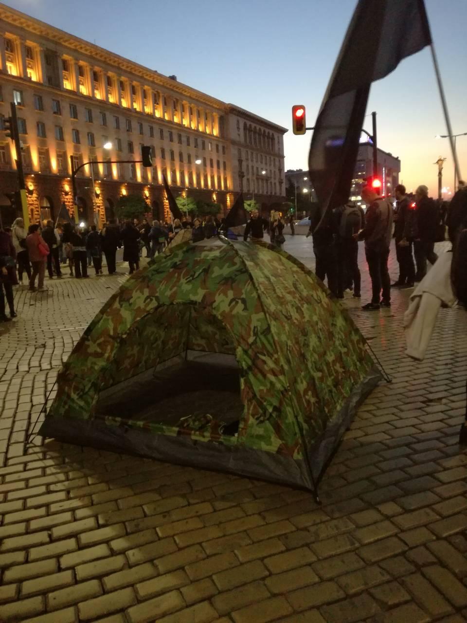 Протестиращите майки спаха при Бойко Борисов тази нощ