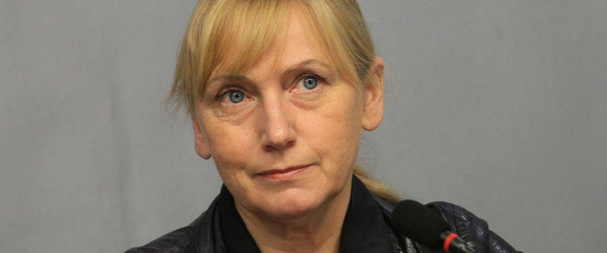 Елена Йончева: Не искаме да четем розовите приказки на Борисов за магистралите!