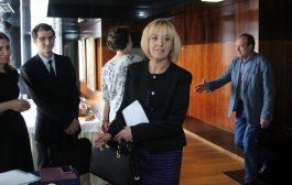 Мая Манолова от умните и красивите ли е или от грозните и бедните на предстоящите избори за кмет на София?!