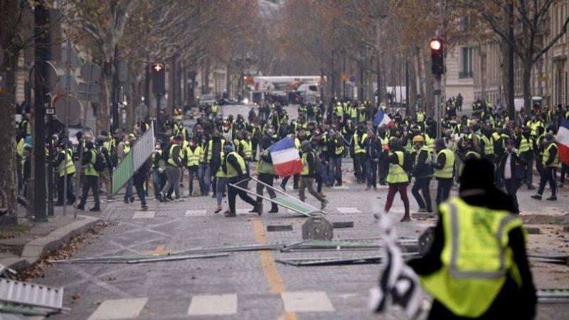 Тази неделя се очакват размирици на много места във Франция от жълтите жилетки.