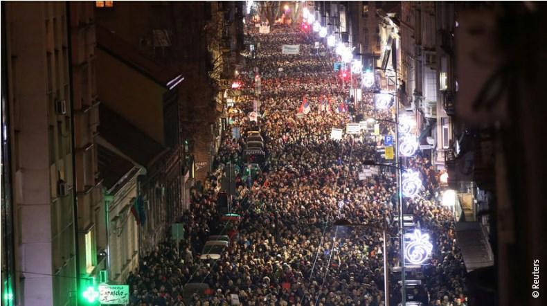Протести в Белград срещу Вучич. Искат свободни медии и без подялба на Косово.