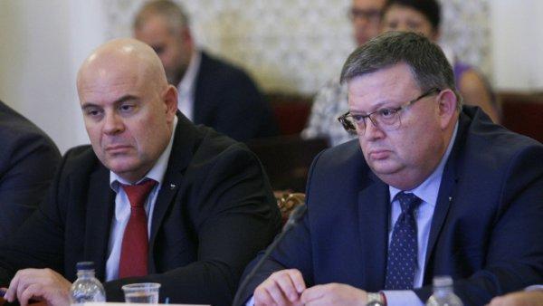 Подготвят прокурор Гешев за мястото на Цацаров.