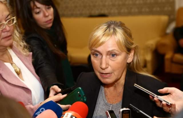 Елена Йончева: Борисов нарушава закона!