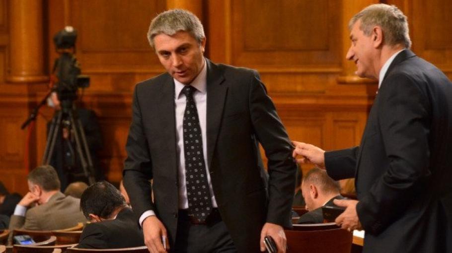 Интригант, свързан с пиара на ДПС се опитва да омаскари председателя й Карадайъ.